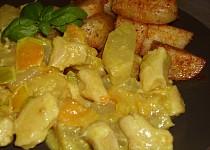 Kuřecí kousky s kari, paprikou a ananasem