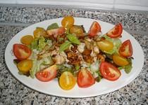 Zeleninový salát s hříbky a kuřecím masem