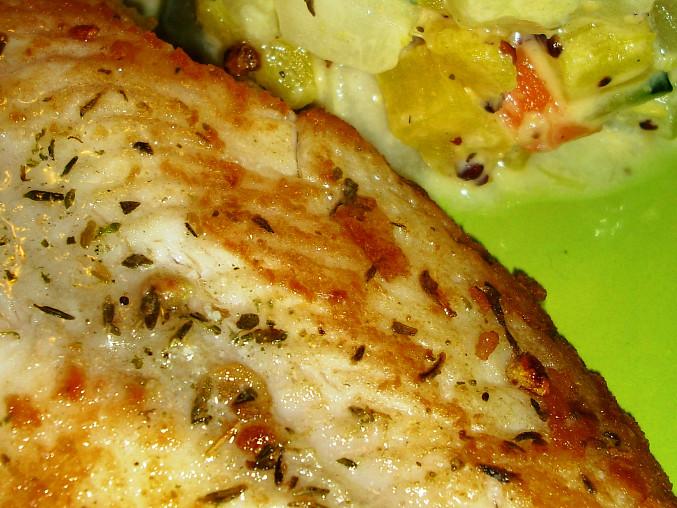 Pangasius s cuketovo-patyzónovým teplým salátem