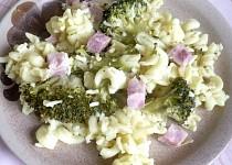 Těstoviny s brokolicí a uzeným masem