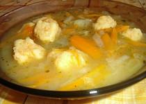 Kedlubnová polévka s mrkvovými noky
