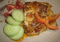 Štika s anglickou slaninou a cibulí