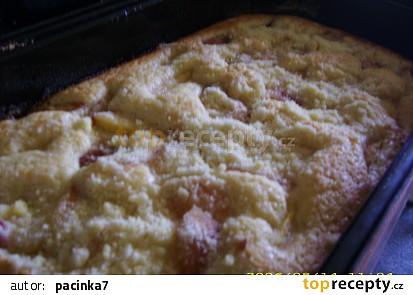 Jemný broskvový koláč