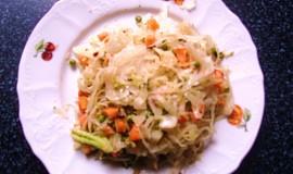 Salát z kvašeného zelí a zeleniny