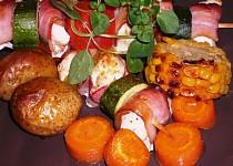 Kuřecí špízy se zeleninou pečené v troubě