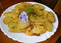 Pečené brambory s chutí česneku