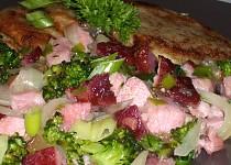 Uzená krkovička s česnekem, pórkem a brokolicí