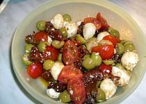 Salát s mozzarellou od Stakul