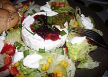 Zrající sýr  v zeleninovém lůžku