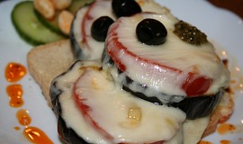 Pikantní lilek s marinovanou mozzarellou