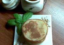Medové lívanečky se skořicovým máslem