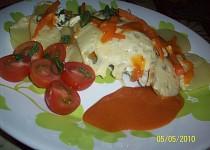 Brambory se zeleninou, kuřecím masem a sýrem v parním hrnci