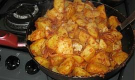 Paprikové brambory v pánvi