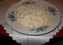 Těstoviny s kuřecím masem a nivou