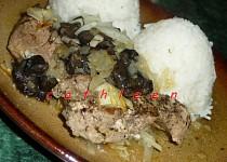 Vepřové biftečky (nudličky) zapečené s houbami a cibulí