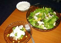 Brokolicový salát s kuřecím masem a dresingem