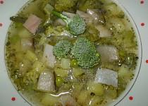 Hráškovo-brokolicová polévka se zakysanou smetanou