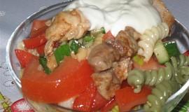 Salát s těstovinou, kuř. masem a yofresh