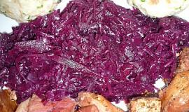Pečené maso s bavorským knedlíkem a bavorským zelím