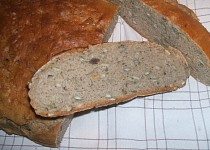 Tmavý  zrníčkový chléb