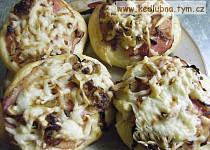 Vdolky s cibulí a sýrem