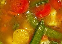 Pikantní polévka s chilli a rýží