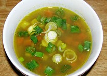 Polévka s mungem a zeleninou