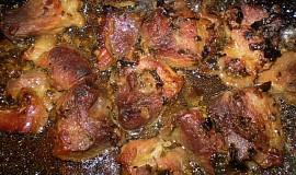 Pečené vepřové kousky se sušenou hlívou, zázvorem a medvědím česnekem