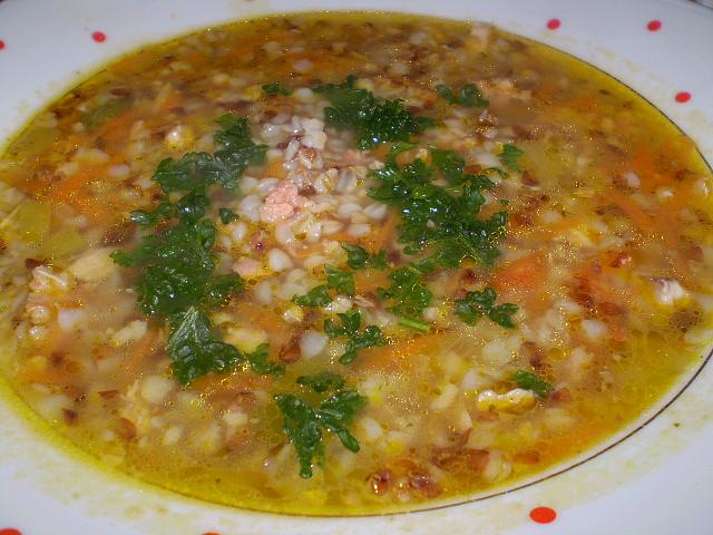 Kuřecí polévka s pohankou