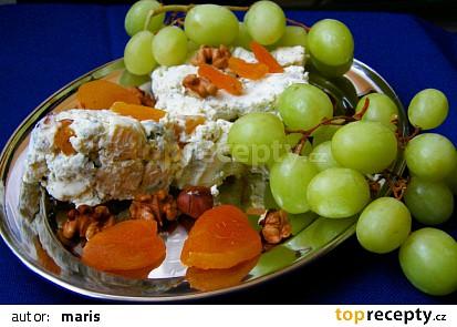 Sýrový srnčí hřbet s ořechy a sušenými meruňkami