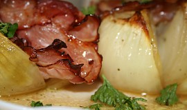 Pečená cibule se slaninou