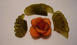 Ozdoby z mrkve a okurky