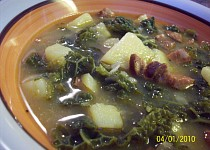 Kapustovo-klobásovo-bramborová polévka