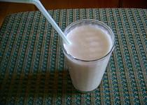 Banánový koktejl s jogurtem