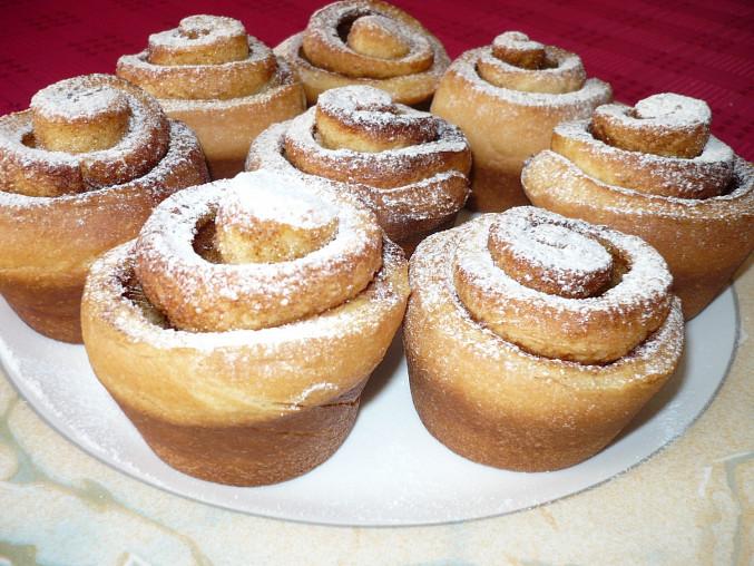 Skořicoví šneci v muffinkové formě