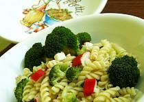 Těstoviny s brokolicí a krabími tyčkami