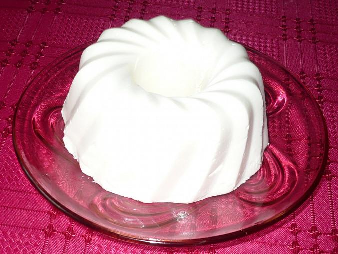 Jednoporcová bábovička z jogurtového želé.