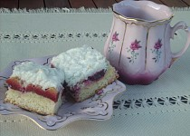 Švestkový koláč s kokosovou peřinou