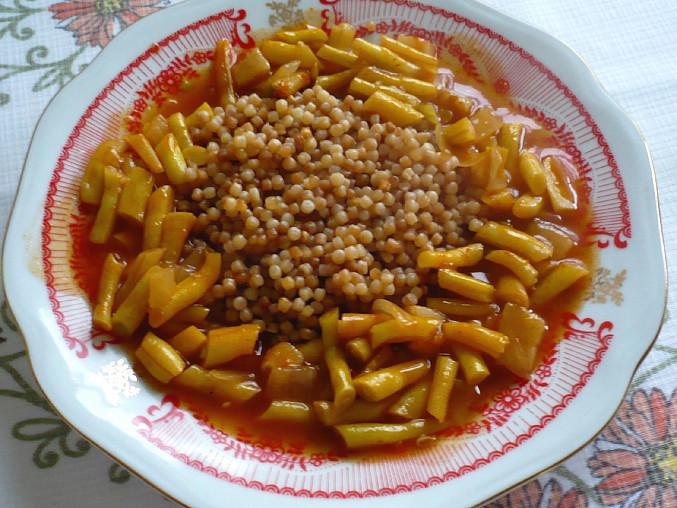 Tarhoňa s pikantnými fazuľkami