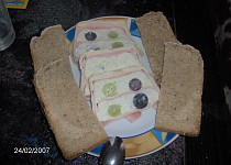 Sýrový chlebíček s hroznovým vínem