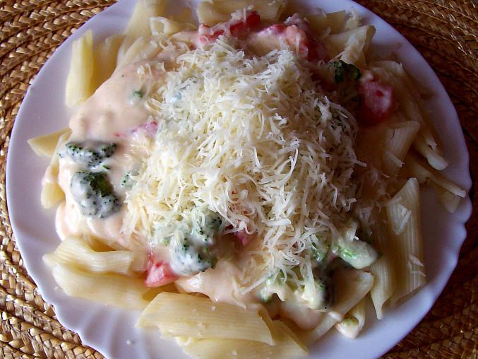 Těstoviny s brokolicí a sýrovou omáčkou, Těstoviny s brokolicí a sýrovou omáčkou