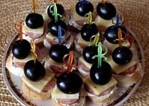 Jednohubky s hroznovým vínem