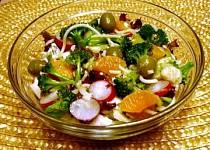 Těstovinový salát se zeleninou a ovocem