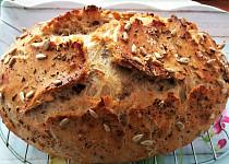 Domácí chléb ze žitné a hladké pšeničné mouky