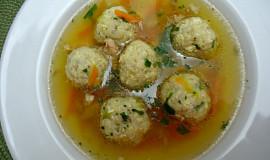Kuřecí polévka s vaječnými knedlíčky