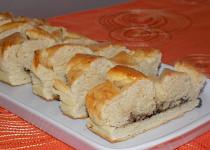 Plněný kynutý koláč