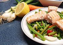 Fazolkový salát s lososem