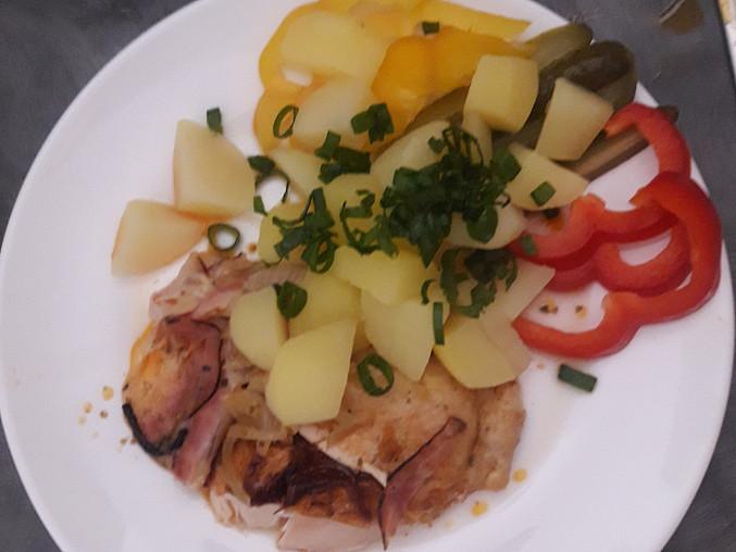 Pečené kuře, Se slaninou a plátky sýrů