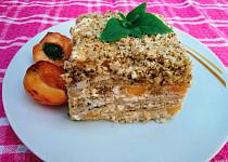 Nepečený meruňkový koláč s tvarohem a ořechy