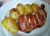 Uzené stehno pečené s bylinkovými bramborami